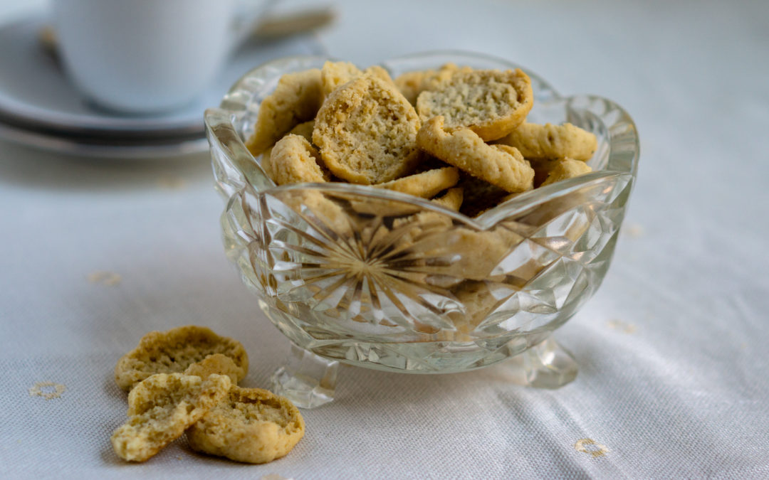 Sweet rusks with cardamom